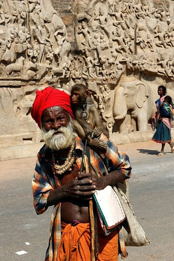 Stock Photo: 1792-70497 India, Tamil Nadu, Mahabalipuram, beggar at Arjuna Penance, carved granite relief of the desent of the Ganges