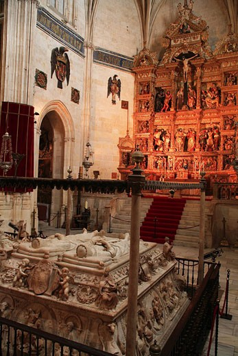 Spain, Andalusia, Granada, the Capilla Real, royal chapel with the Catholic Monarchs´ crypt mausoleum, the Catholic Monarchs´ tomb : Stock Photo