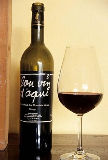 Stock Photo: 1792-72206 France, Alpes Maritimes, Nice, Lou vin d´ aqui of Toascin wine domain, label by artist Ben