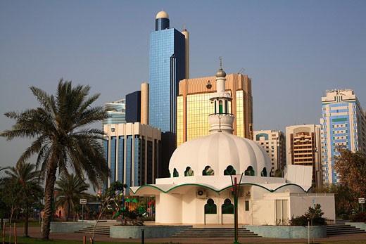 United Arab Emirates, Abu Dhabi, Al Markaziyah Park along the Corniche, mosque : Stock Photo