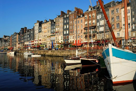 France, Calvados, Honfleur, the old basin and Sainte Catherine quay : Stock Photo