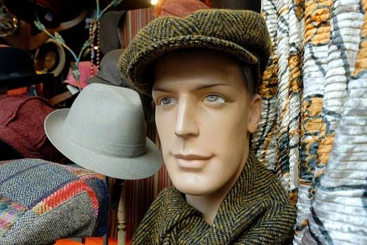 France, Paris, Chez Divine hat seller, Rue Daguerre : Stock Photo