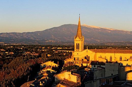 Stock Photo: 1792-79153 France, Vaucluse, Carpentras, Notre Dame de l´ Observance church and the Mont Ventoux