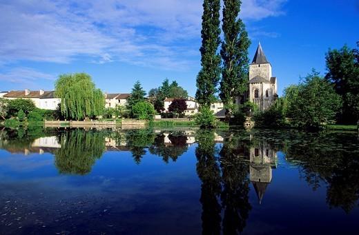 France, Vienne, Jazeneuil, Saint Jean Baptiste Church : Stock Photo