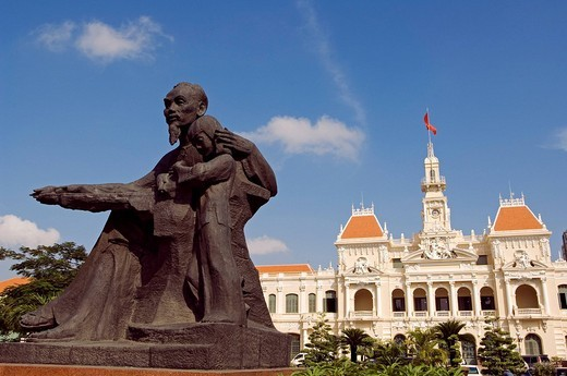 Vietnam, Saigon Ho chi minh ville, Town hall with statue of Ho Chi Minh : Stock Photo