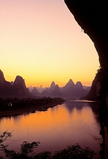 China, Guangxi Province, Guilin, hills shaped as sugar loaf on Li River banks : Stock Photo