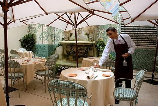 France, Paris, Castille Paris 4 star hotel in 33 Rue Cambon, le restaurant Il Cortile : Stock Photo