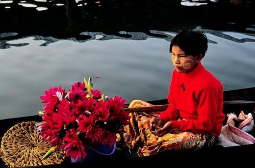 Stock Photo: 1792-86623 Myanmar Burma, Shan State, Lake Inle, floating market in Yohama village