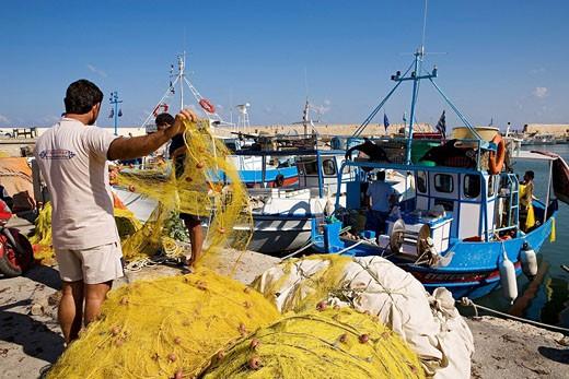 Greece, Crete, Heraklion, fishers in the harbor : Stock Photo