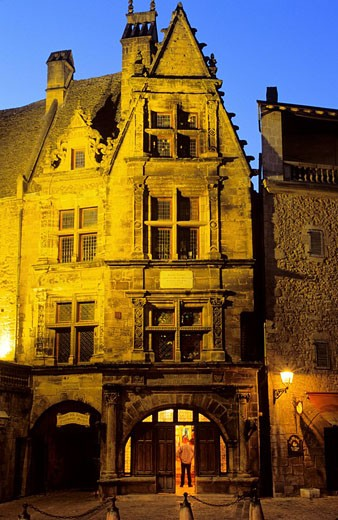 France, Dordogne, Perigord Noir, Dordogne Valley, Sarlat la Caneda, Hotel de La Boetie, 16th century mansion house : Stock Photo