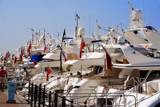 France, Alpes Maritimes, Cannes, Croisette, the marina : Stock Photo