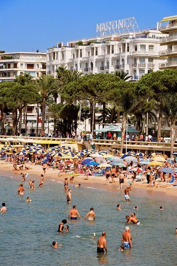 Stock Photo: 1792-88087 France, Alpes Maritimes, Cannes, Croisette, the beach and the Martinez Hotel in the background