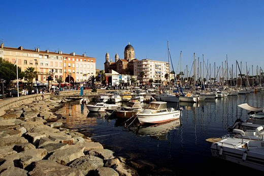 France, Var, Saint Raphael, the town centre and the harbour : Stock Photo