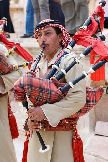 Stock Photo: 1792-88920 Jordan, Jerash Governorate, Jerash, traditional military music with bagpipes