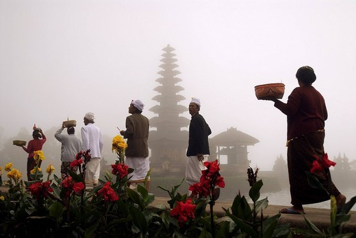 Stock Photo: 1792-89431 Indonesia, Bali, Ulun Danu Temple on the edges of Bratan Lake near Bedugul village