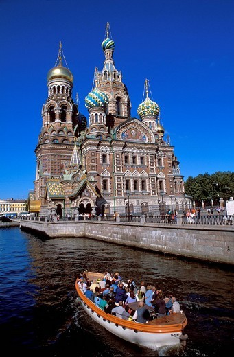Russia, Saint Petersburg, canal Griboiedova and Church of the Saviour on the Spilled Blood 1883 _ 1907 in the background : Stock Photo