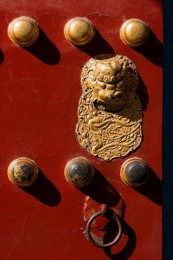 China, Beijing, the Forbidden City listed as World Heritage by UNESCO, detail of a door : Stock Photo