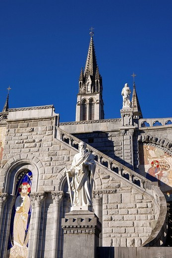 France, Hautes Pyrenees, Lourdes, mosaic showing The Transfiguration of Jesus on the Rosary Basilica facade realized by Father Marko Rupnik for the 2008 Jubilee ans stairs leading to the Basilica of t : Stock Photo