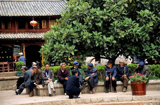 Stock Photo: 1792-92913 China, Yunnan province, Lijiang, listed as World Heritage by UNESCO, old people group