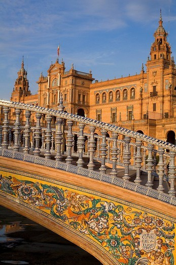Stock Photo: 1792-93220 Spain, Andalusia, Sevilla, Parque de Maria Luisa, Plaza de Espana Spain Square built for the 1929 Universal Exhibition where Star Wars Episode II : Attack of the Clones takes place, the palace and bridge