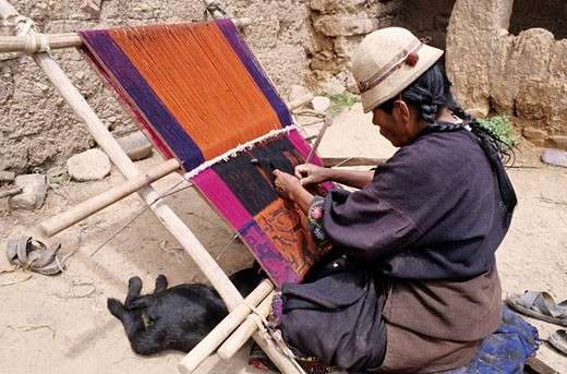 Bolivia, Chuquisaca department, Oropeza province, Potolo, Jalq´a Indian woman using an ancestral weaving technique : Stock Photo