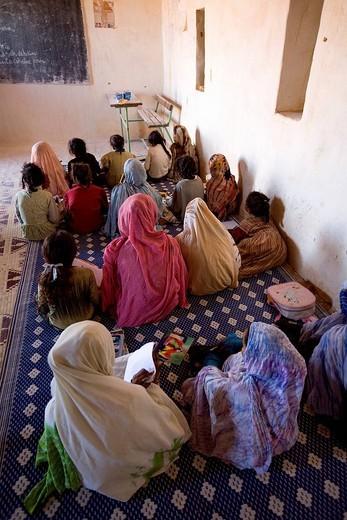 Mauritania, Adrar, Chinguetti area, Leguerara, school : Stock Photo