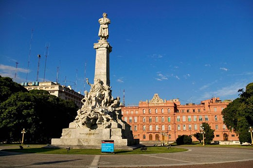 Argentina, Buenos Aires, monument tribute to Christopher Colombus in front of the presidential palace : Stock Photo
