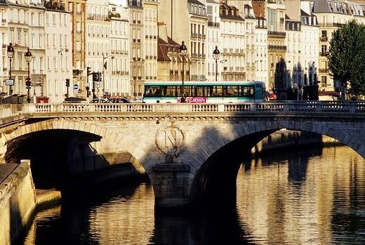 France, Paris, Pont Saint Michel, Quai des Orfevres Goldsmith´s quay, facades : Stock Photo