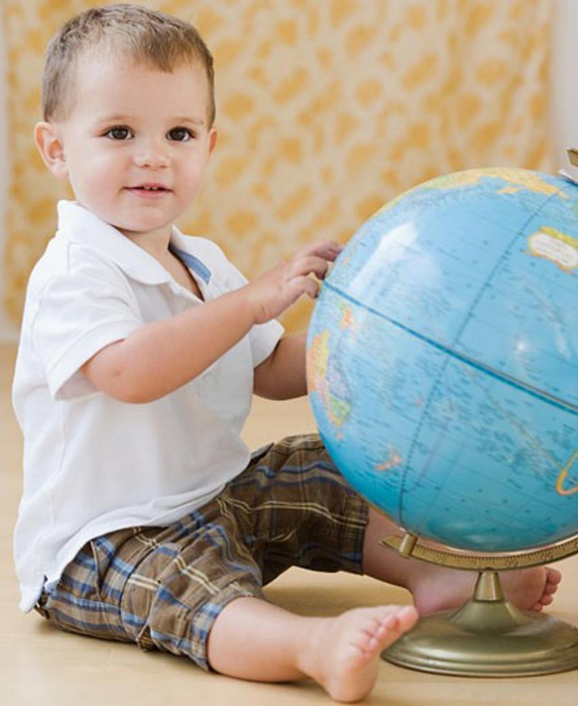 Stock Photo: 1795R-10189 Baby touching globe