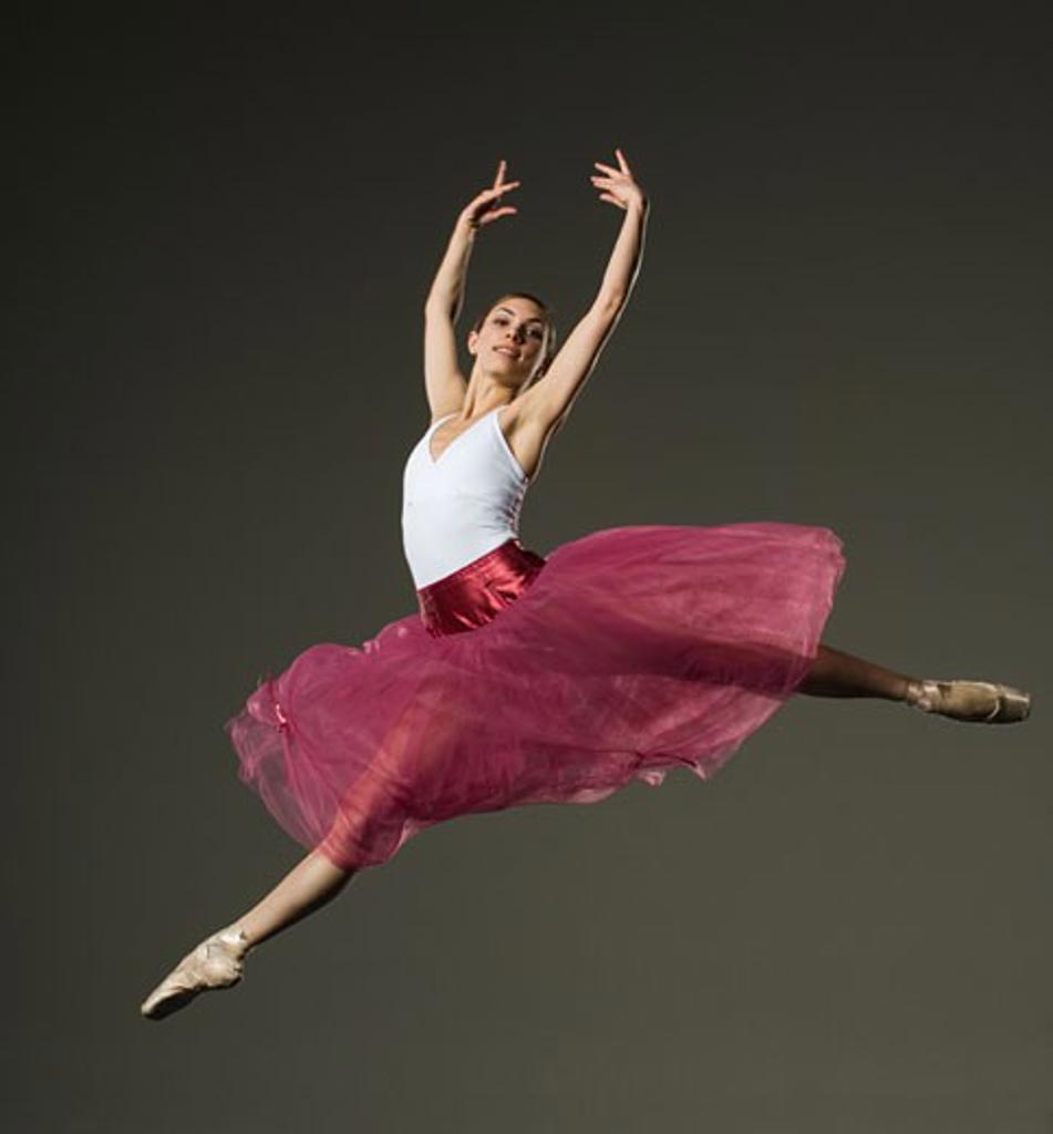 Stock Photo: 1795R-11085 Female ballet dancer jumping