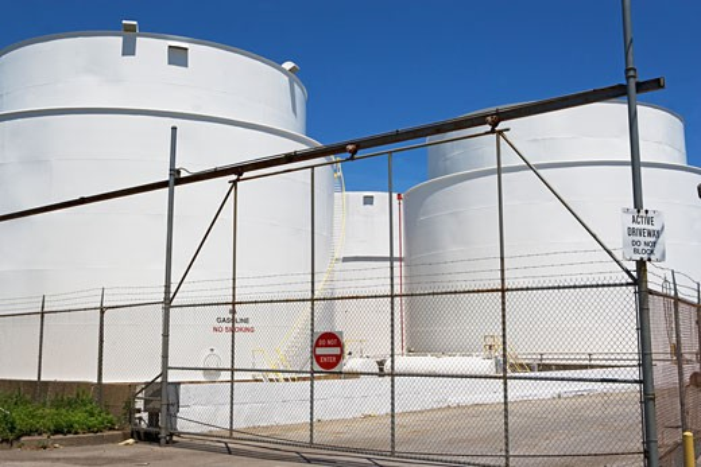Secure oil storage tanks : Stock Photo