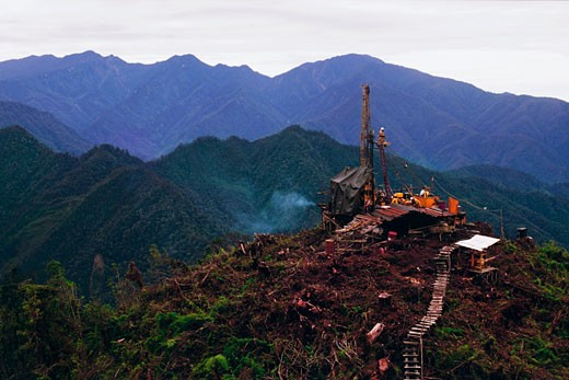 Oil drilling platform in Jayawijaya Mountains, Indonesia : Stock Photo