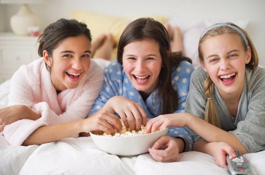 Stock Photo: 1795R-24652 Girls eating popcorn