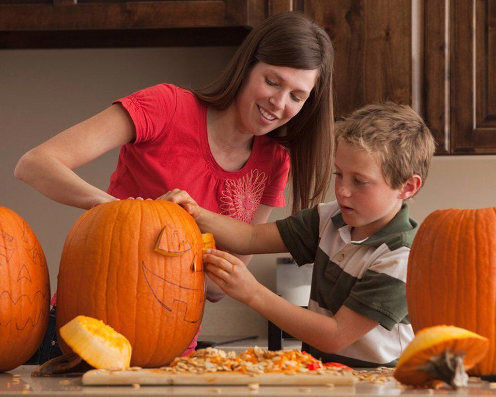 Stock Photo: 1795R-27582 Pumpkin carving