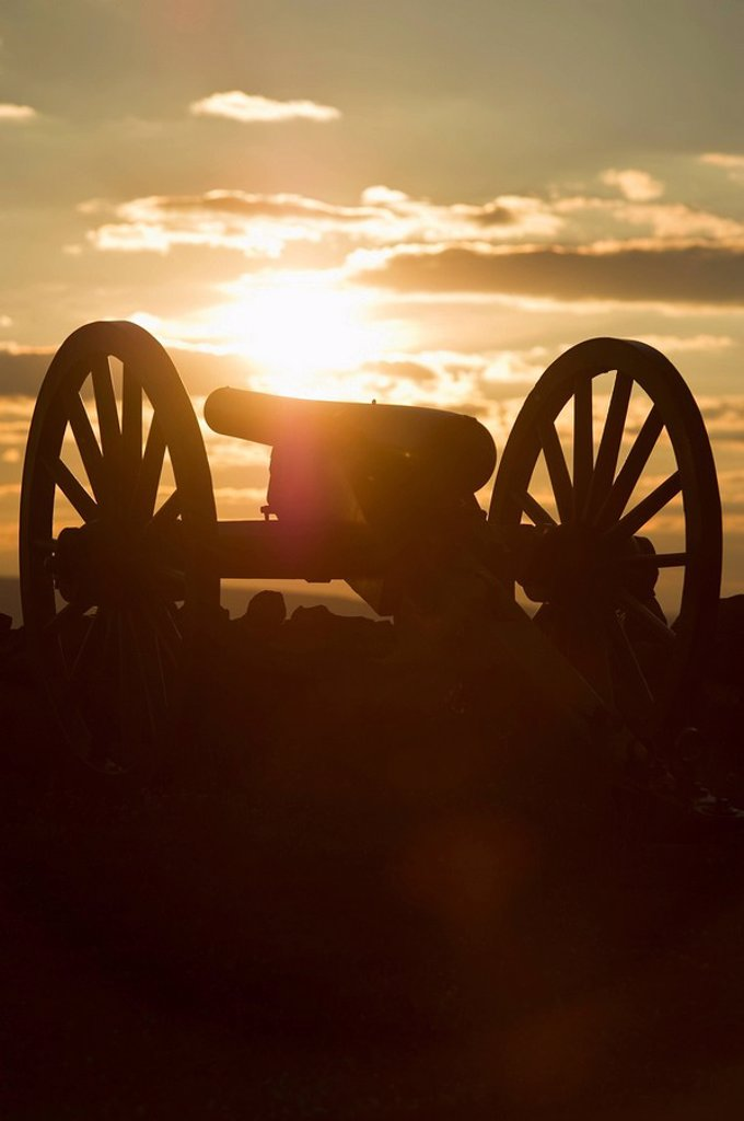 Sunset over civil war cannon : Stock Photo