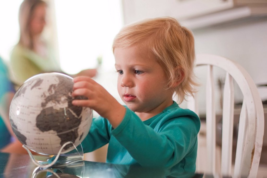 Young girl looking at globe : Stock Photo
