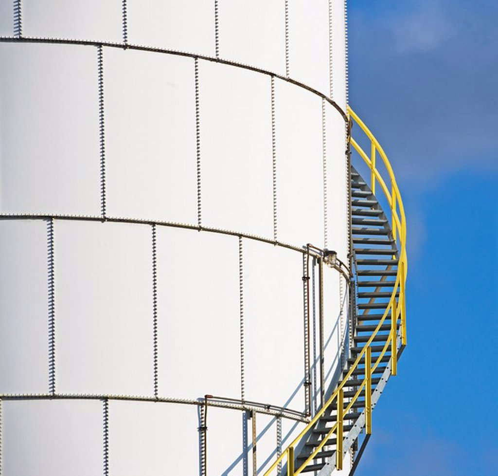 Stock Photo: 1795R-37168 Steps on oil tank