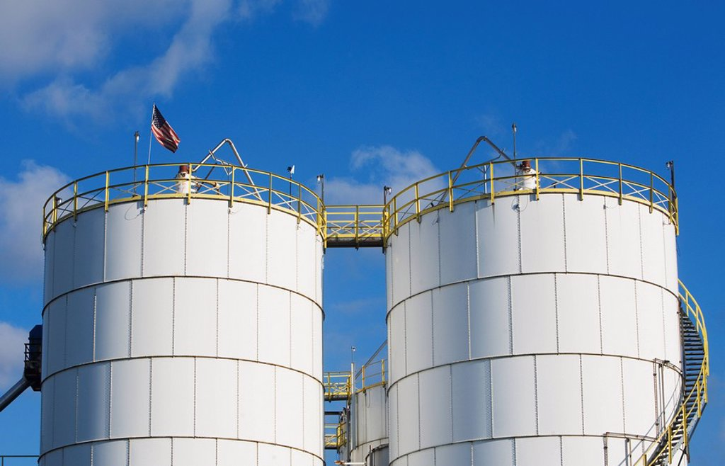 Stock Photo: 1795R-37169 Oil tanks