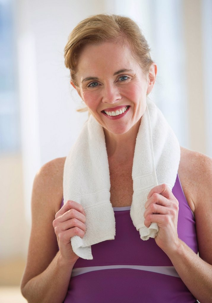 Stock Photo: 1795R-39049 USA, New Jersey, Jersey City, Portrait of woman with towel at gym