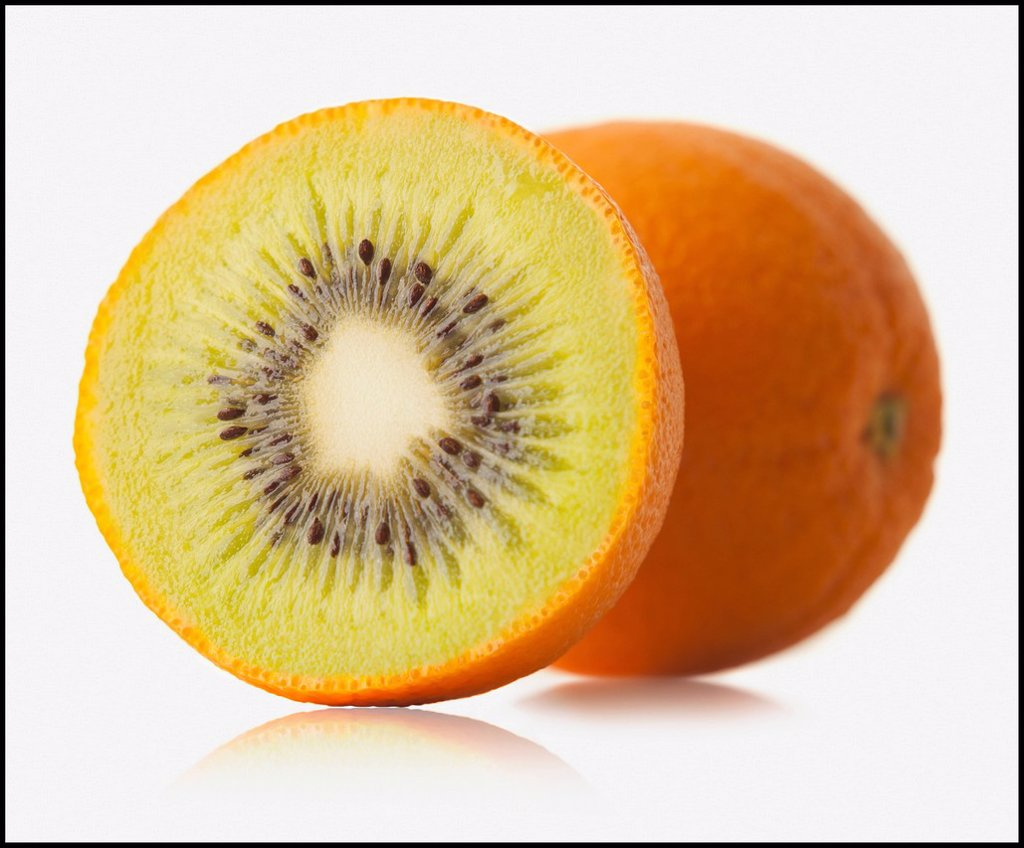 Stock Photo: 1795R-40278 Mixture of orange and kiwi fruit