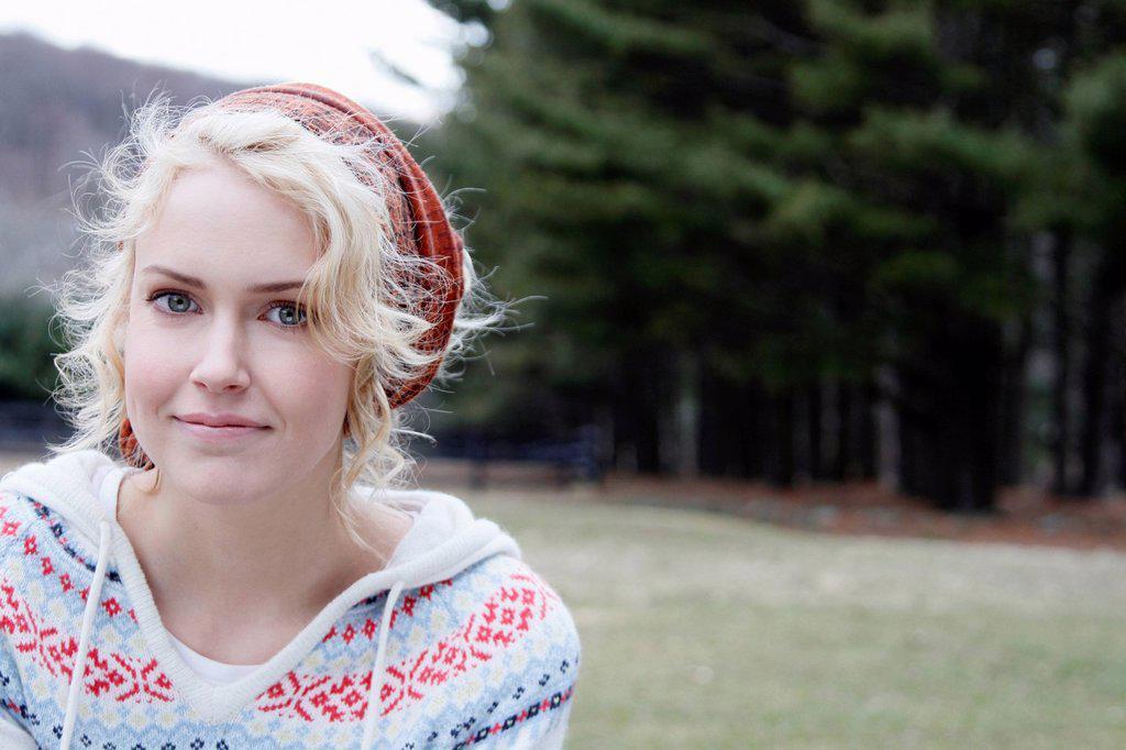 USA, New Jersey, Califon, Young woman looking at camera and smiling : Stock Photo