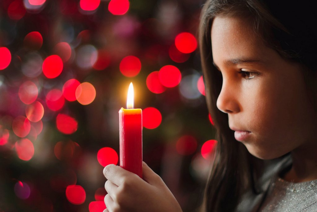 Stock Photo: 1795R-43051 Girl 8_9 holding candle