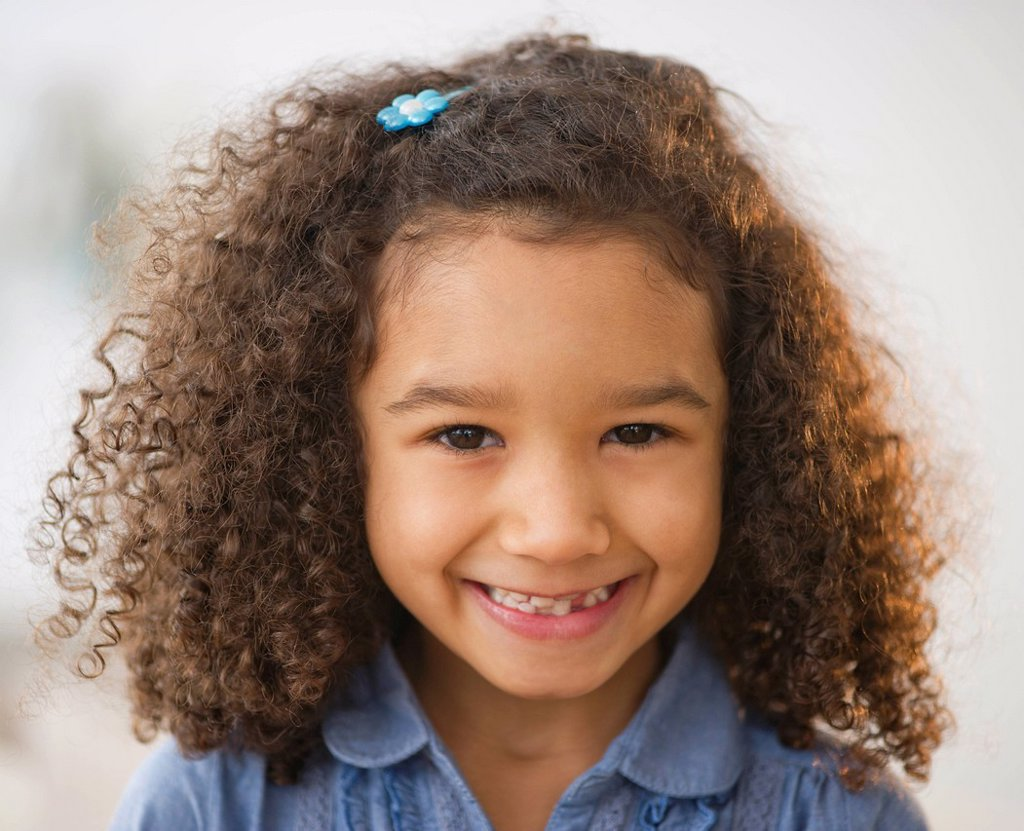 Stock Photo: 1795R-44081 USA, New Jersey, Jersey City, portrait of smiling girl 6_7 with afro