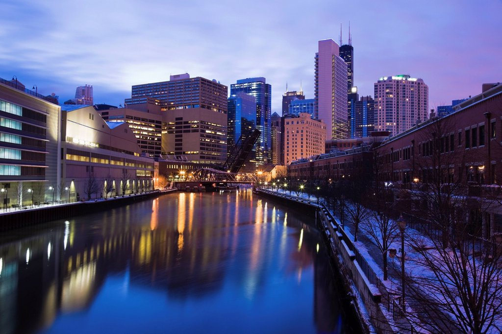 Stock Photo: 1795R-47062 USA, Illinois, Chicago, City reflected in Chicago River
