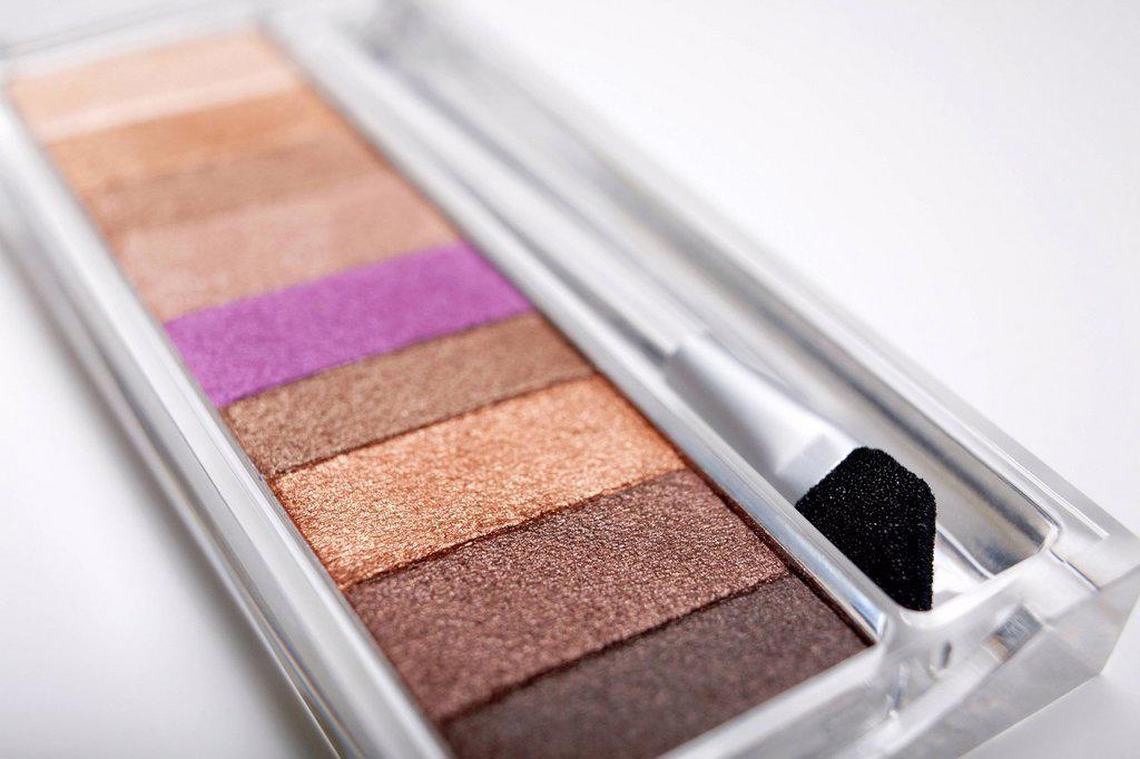Stock Photo: 1795R-49723 Studio shot of eyeshadow palette
