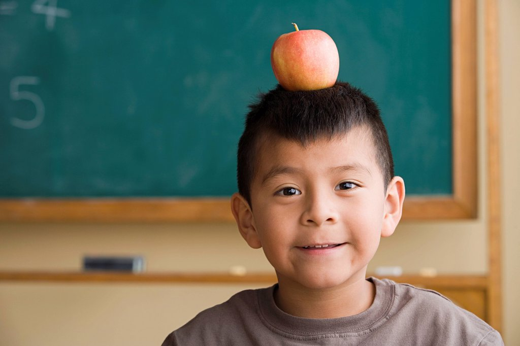 Boy 6_7 with apple on his head : Stock Photo