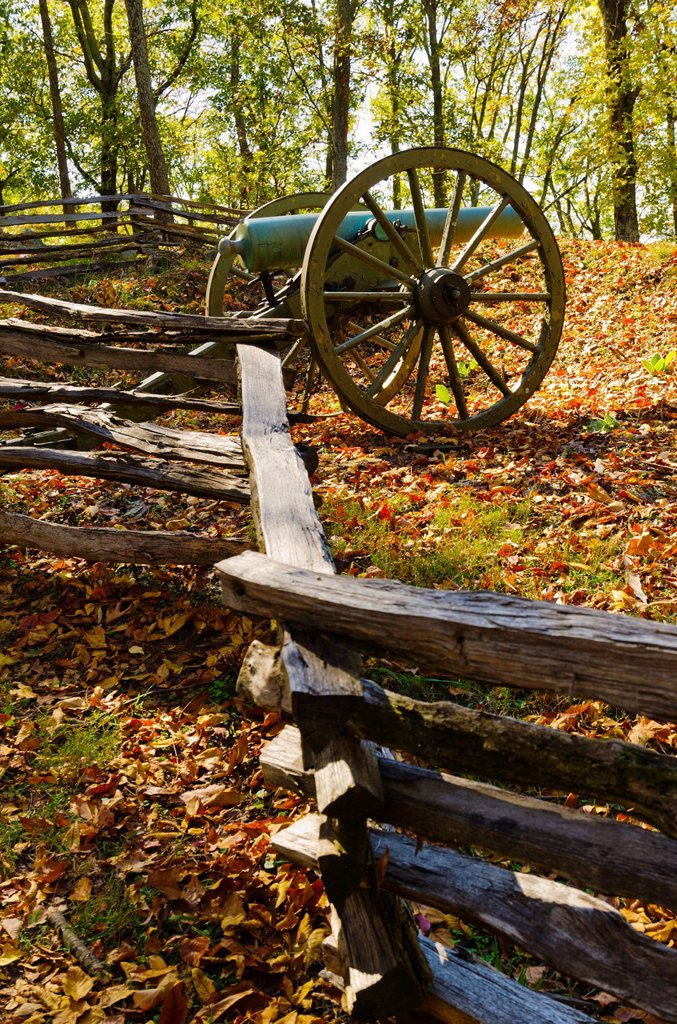 Stock Photo: 1795R-58751 USA, Georgia, Kennesaw, Cannon at Kennesaw Battlefield Park
