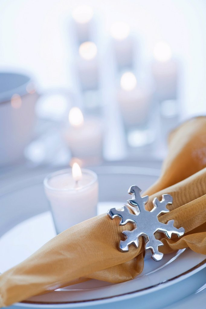 Stock Photo: 1795R-59423 Napkin with snowflake ring