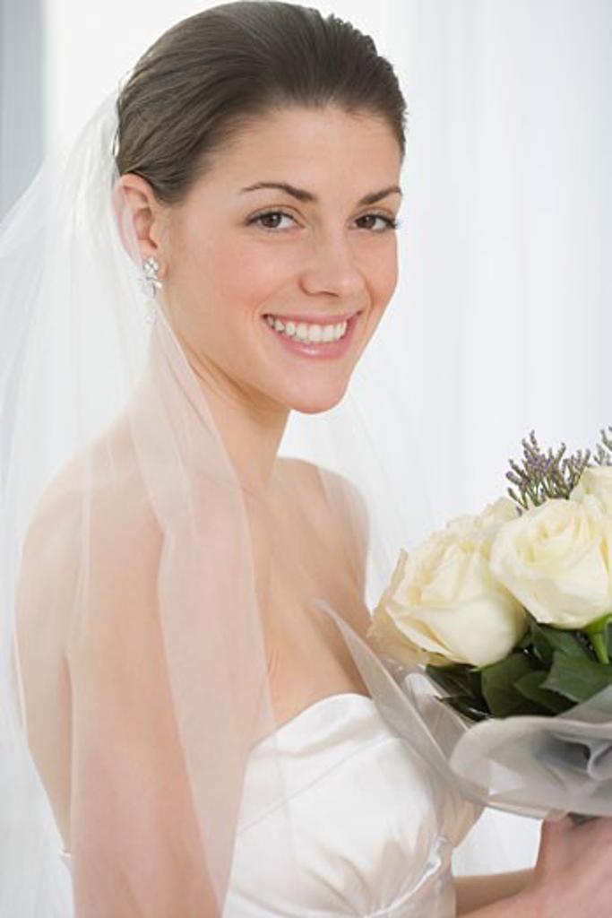 Portrait of bride holding bouquet : Stock Photo