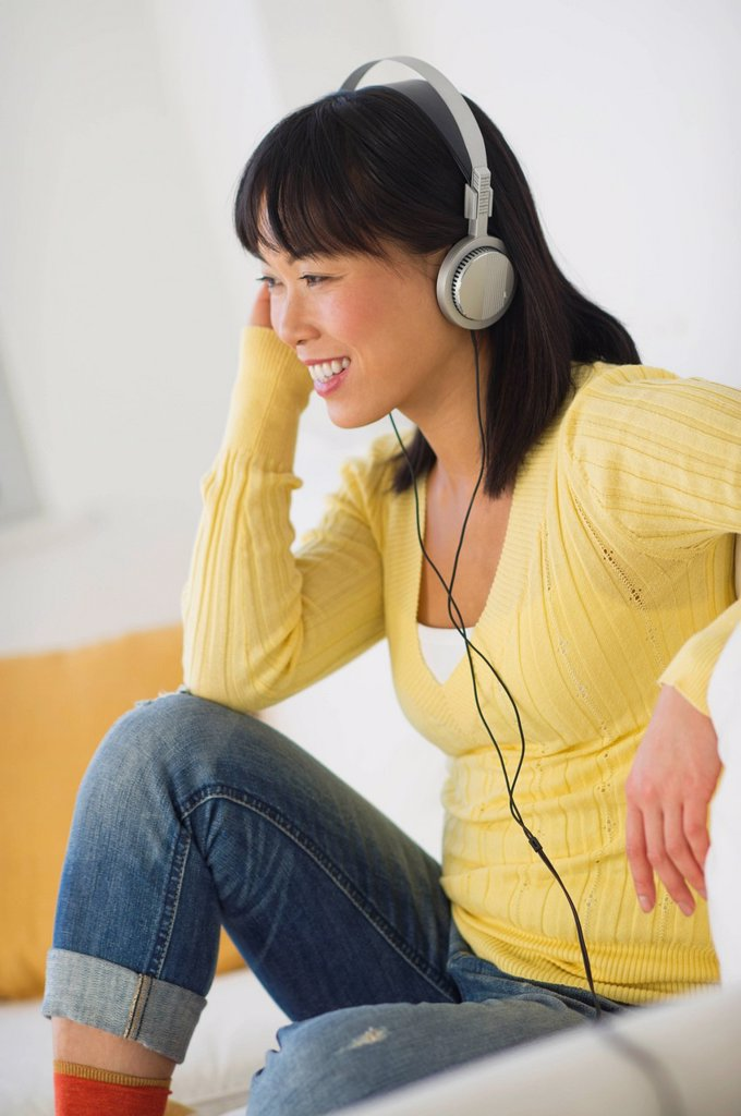 Smiling woman listening music : Stock Photo